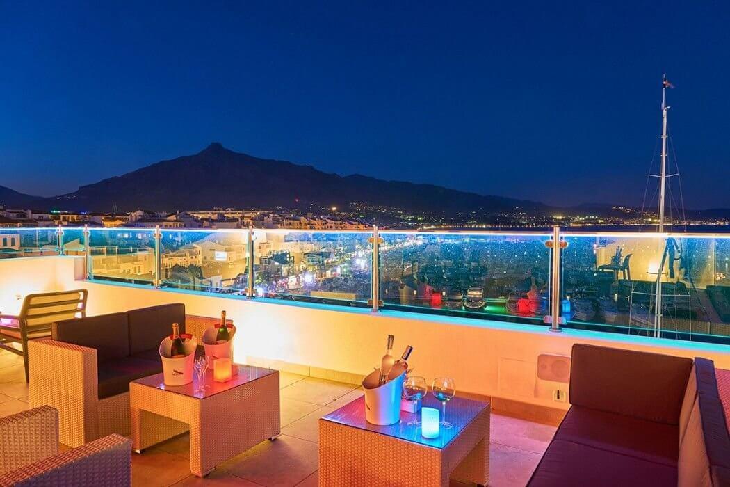Benabola Sky Lounge de noche