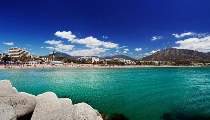 Playa Puerto Banus Marbella 700x400 - Mejores Playas cerca de Puerto Banús