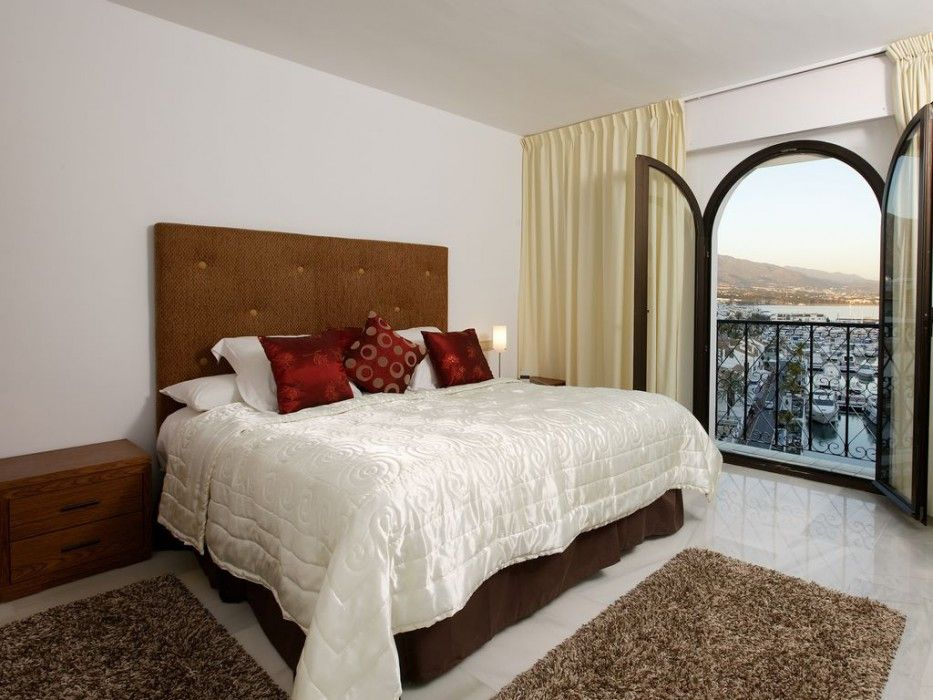 Rooms in Puerto Banus