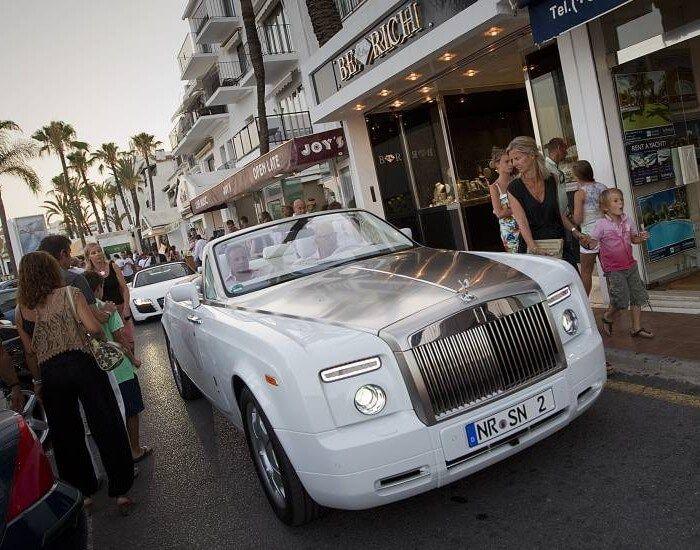coches de lujo en puerto banús
