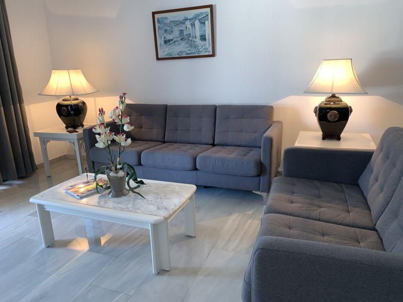 LivingRooms Hotel Benabola