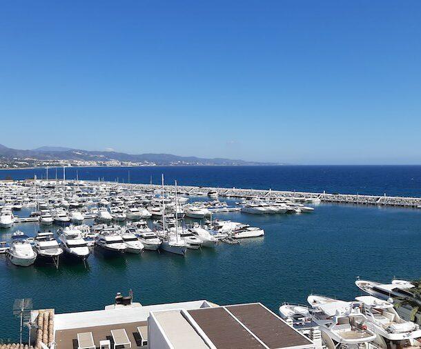 vistas de puerto banús desde ático